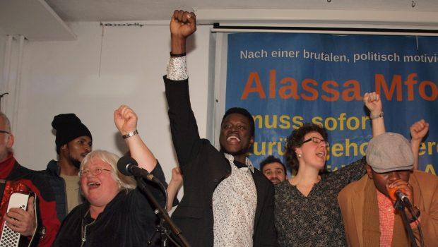 Verwaltungsgericht Sigmaringen ordnet Stopp der angedrohten Abschiebung von Alassa Mfouapon nach Kamerun an
