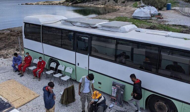Von SI-Spendengeldern gekauft: Zwei alte Reisebusse